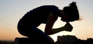 woman_kneeling_in_prayer-340x161