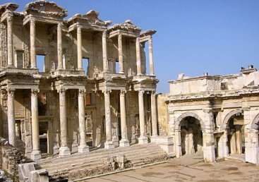 002_bibliotheque-celsus-a-ephese_theredlist