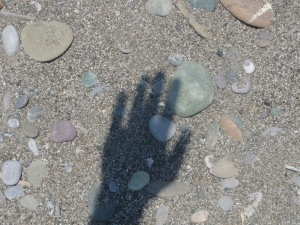 Shadow_of_Hand_on_Beach_-_by_Örjan_Lindén_2009