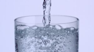 753444421-sparkling-water-sparkling-drink-water-glass-carbonic-acid