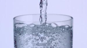 753444421-sparkling-water-sparkling-drink-water-glass-carbonic-acid