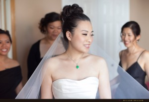 bride-wearing-chinese-green-jade-necklace