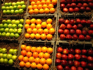 apples-and-oranges-in-crates